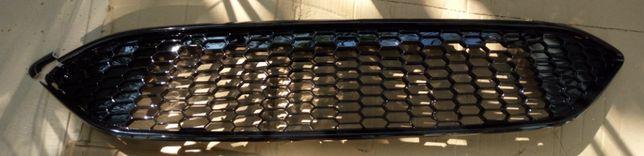 Решетка в бампер Ford Focus 2015 поврежденная