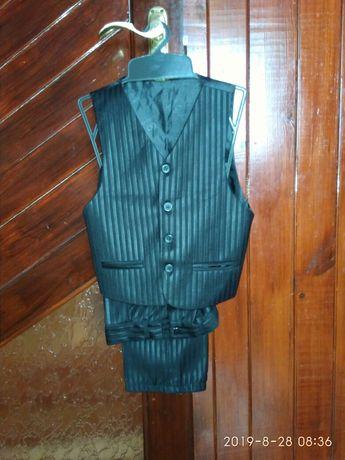 Школьная форма на мальчика брюки жилетка в школу первый второй класс