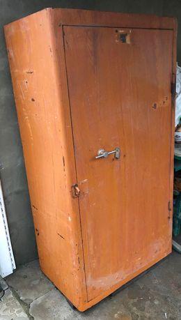 Продам шкаф металлический (сейф)