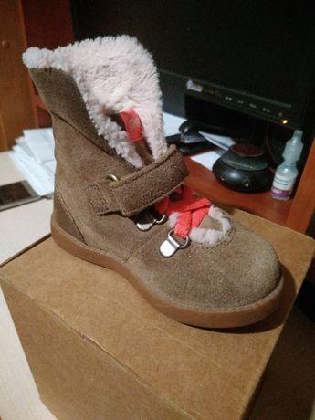 Продам фирменные детские ботиночки