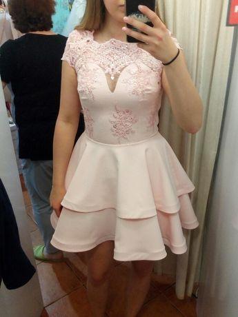 Sukienka pudrowy róż rozkloszowana
