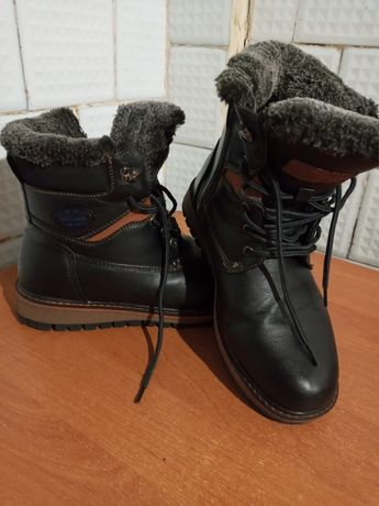 Продам зимние ботинки на подростка 41 размер