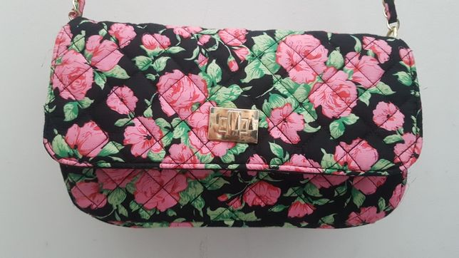 Pikowana torebka na ramię w róże złoty łańcuszek atmosphere