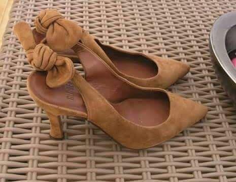 Sapatos em camurca tamanho 40