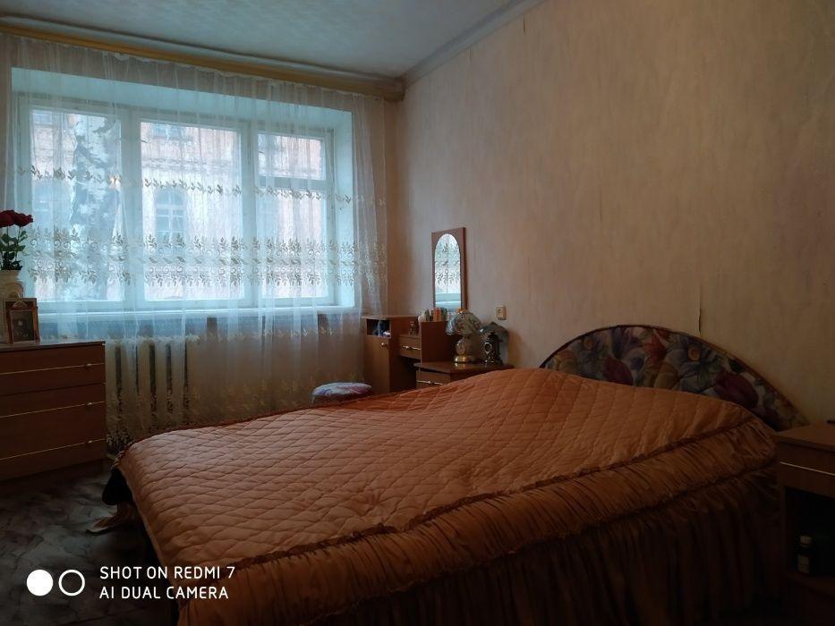 Трёхкомнатная квартира Ромны - изображение 1