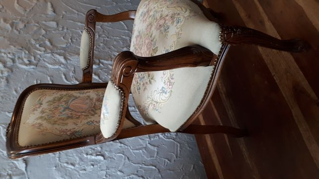 Fotel dobrenowacji w dobrym stanie