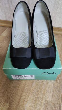 Женские замшевые туфли CLARKS