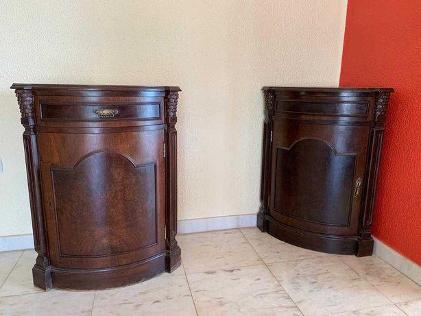 Móvel de sala, cantoneira madeira entalhada,