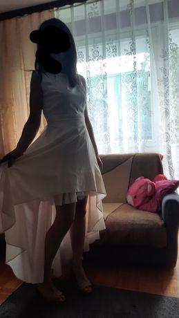Sukienka nowa, jeszcze z metką
