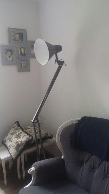 Lampa podlogowa