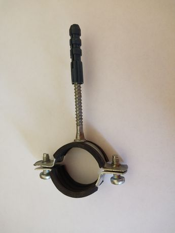 Хомут с резиновой вставкой для крепления труб