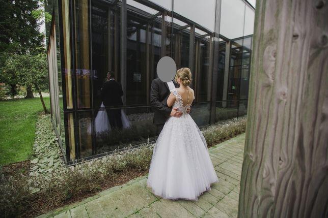 Suknia ślubna zdobiona kryształami Swarovski