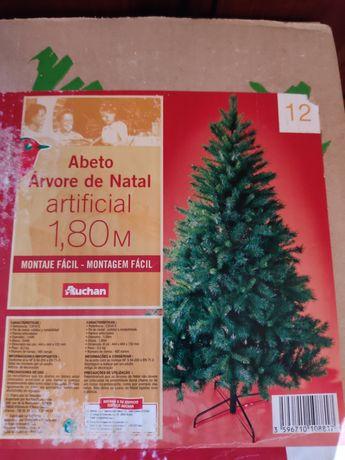 Árvore de Natal verde.