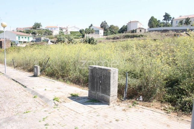 Terreno para construção de moradia em banda em Padim da Graça