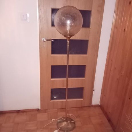 Lampa mosiężna ze szklanym przydymionym kloszem