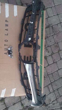 Рёшотка радиатора тойота камри 55 .