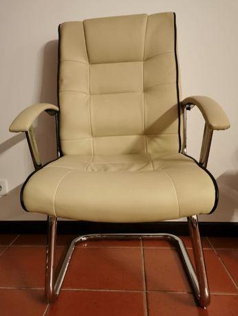 Cadeiras (duas)