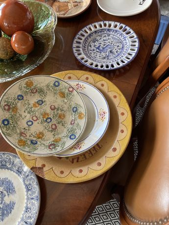 Conjunto pratos antigos