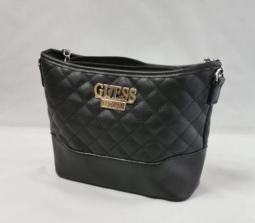 Piękna pikowana czarna torebka GUESS kuferek listonoszka klasyk