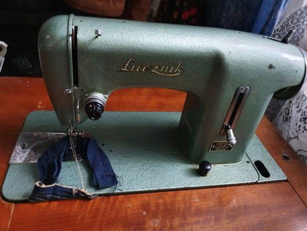 Швейная машинка Luchnik