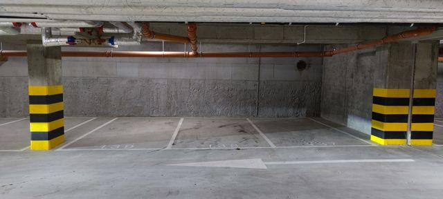 Garaż podziemny, miejsce parkingowe w hali garażowej