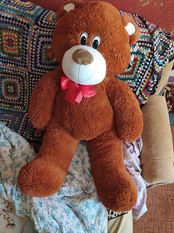 Ведмедь плюшевый