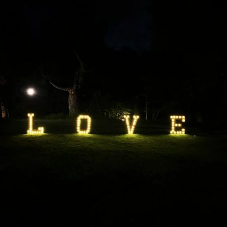 Rustykalny Napis LOVE na wesele