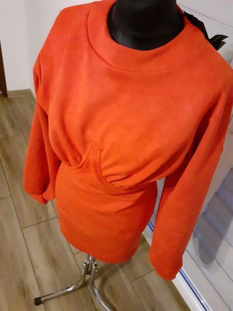 Czerwona zamszowa sukienka idealna na walentynki. Ola voga.