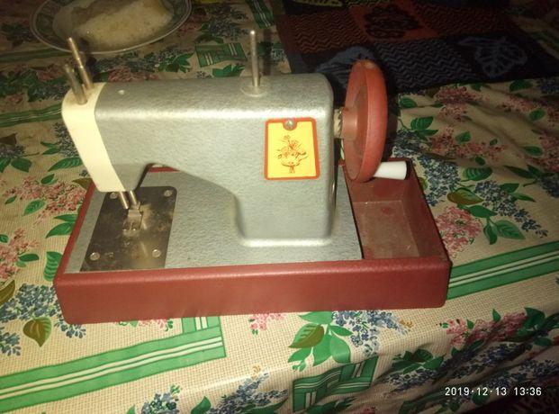 Савдеповская детская швейная машина
