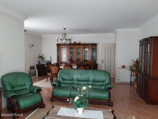 Moradia T5 Venda em Vila de Cucujães,Oliveira de Azeméis