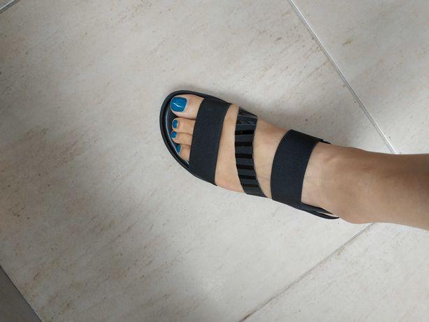 Sandálias confortáveis pretas