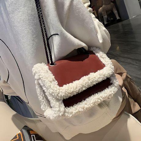 Вместительная ,мягкая и уютная сумка