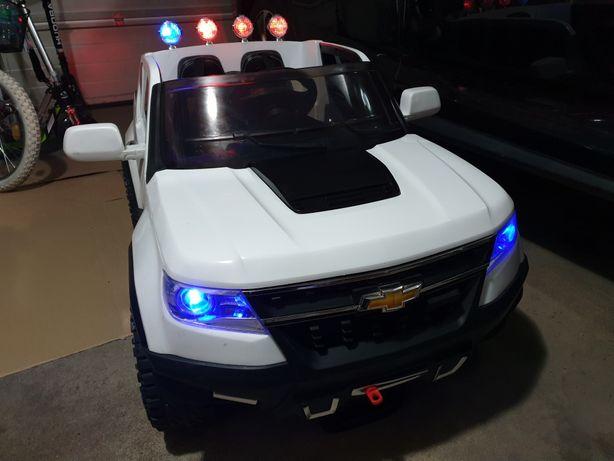 Auto na akumulator Chevrolet 4x4 samochód dla dzieci