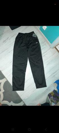 Spodnie dresowe  umbro nowe