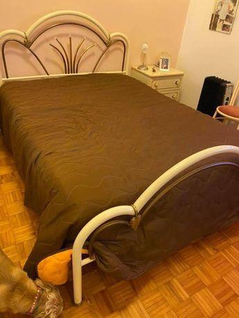 Vendo cama de casal ferro 1 cómoda 2 mesa cabeceira usada