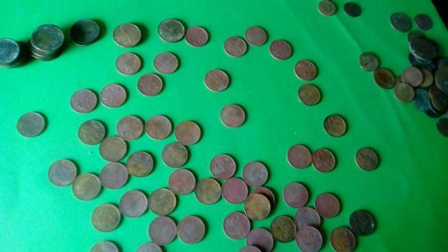 moedas de prata de escudo e estrangeiras.