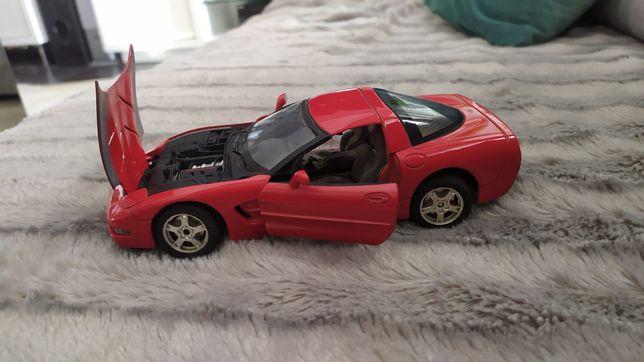 Carro Chevrolet Corvette ano 1997 escala 1/24 Burago