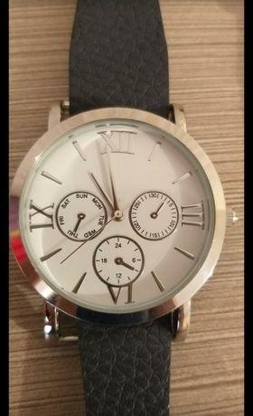 Newyorker . Женские часы, немецкого бренда, новые + 2 ремешка.