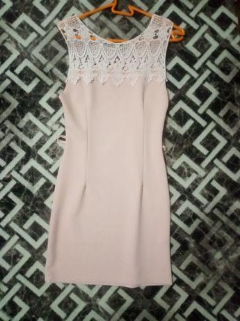 Платье розовое приталеное