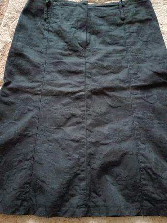 Sprzedam damską spódnicę żakardową czarną