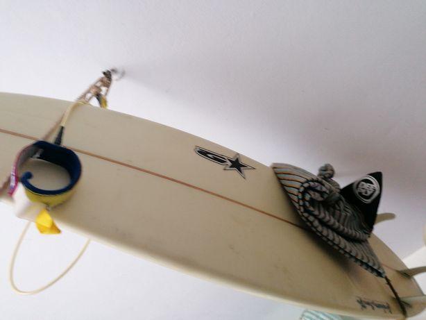 Prancha de surf com pouco uso