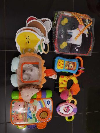 Ksiazeczki, zabawki i grzechotki dla maluszka dziecka