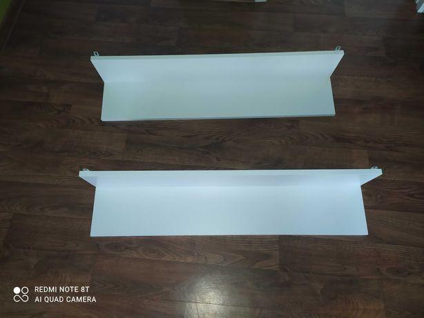 Białe półki wiszące