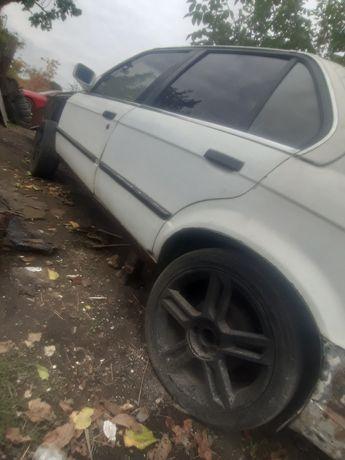 Продам BMW E30 под восстановление