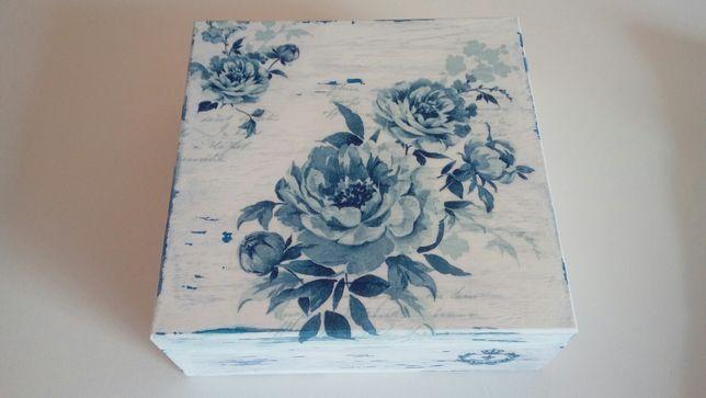 Ręcznie zdobione drewniane pudełko, szkatułka