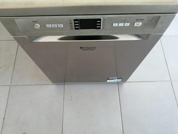 Máquina de lavar louça.