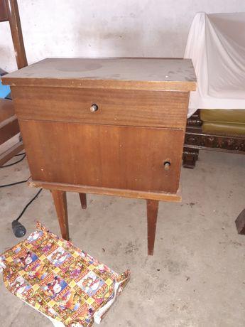 Mesa cabeceira antiga