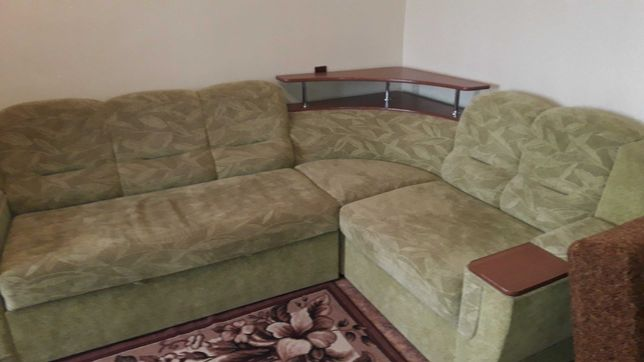 Угловой диван в отличном состояние