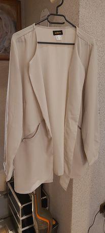 Nowa elegancka narzutka w kolorze beżowym firmy AMBRIO
