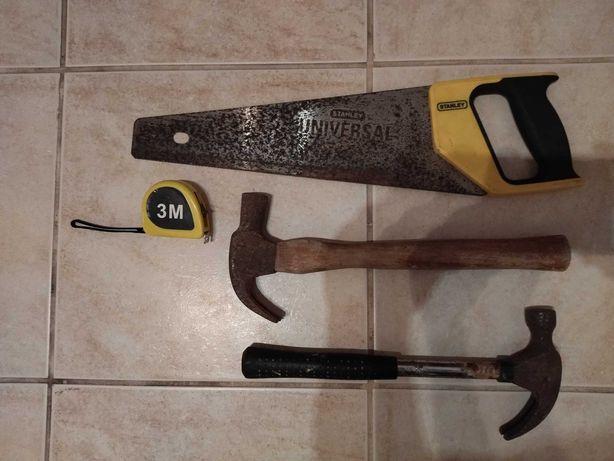 Conjunto 2 martelos, serrote e fita métrica.
